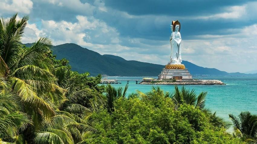 Авиакомпания SkyUp Airlines временно приостанавливает выполнение рейсов на курорт Хайнань