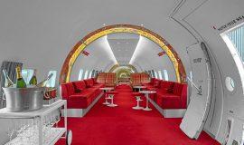 В США старый самолет превратили в бар