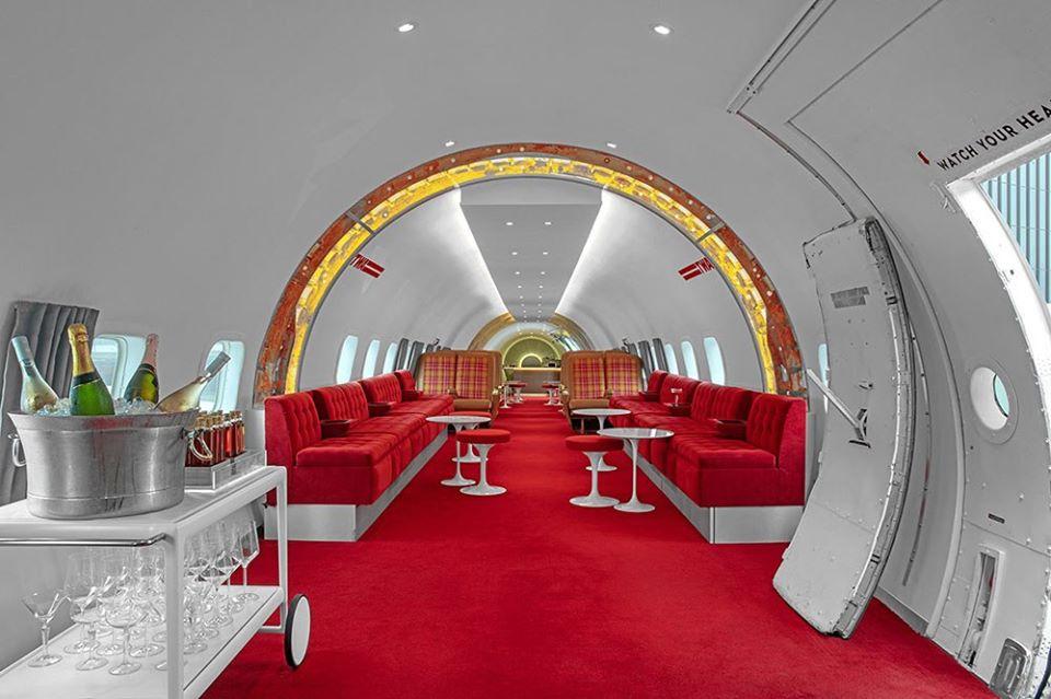 У США старий літак перетворили на бар